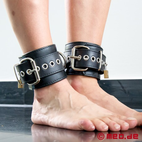 "Lockable ""New York"" ankle restraints"
