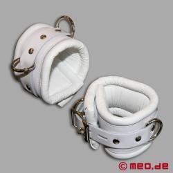 Abschließbare weiße Fußfesseln CASABLANCA