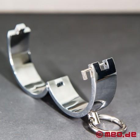 Manette con serratura a magnete
