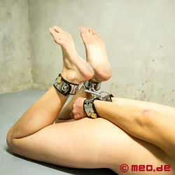 Made to play hard: Bondage-Fußfesseln