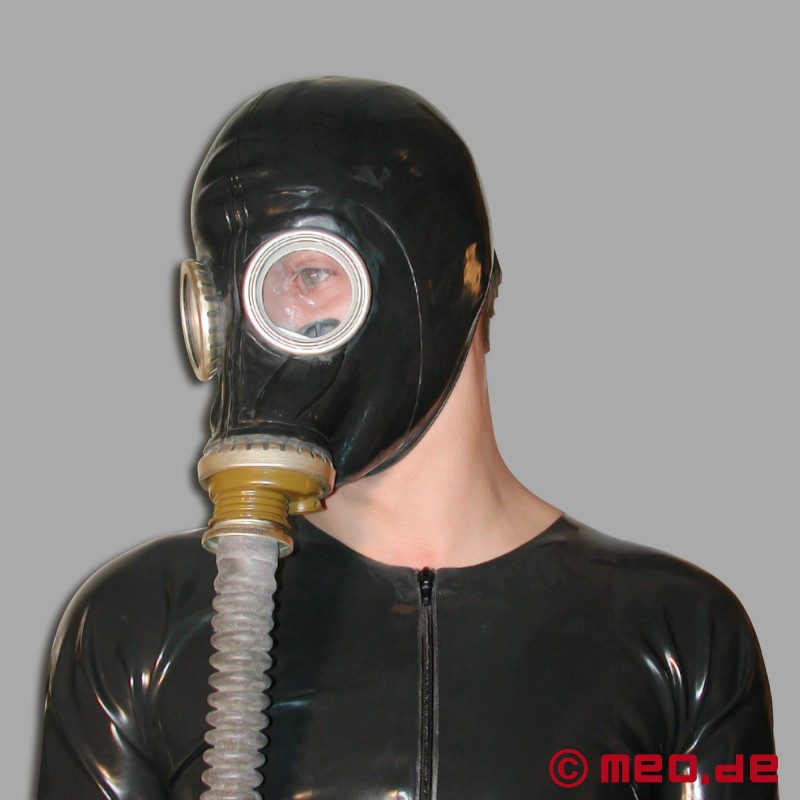 EVANGELINE: Latex gasmask breathplay and dildo fuck