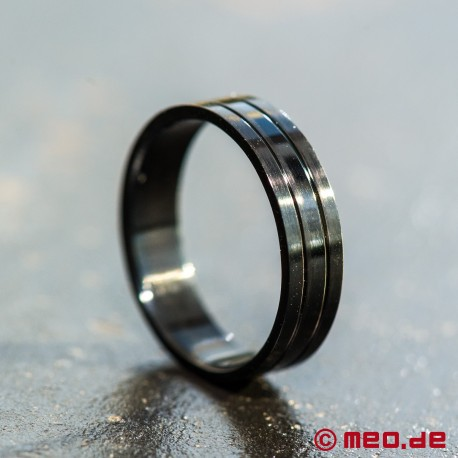 Jewelry: Black steel ring