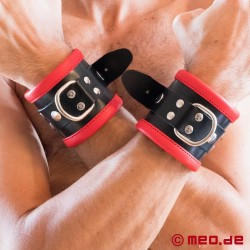 Schwarz / Rote Bondage Handfesseln aus Leder