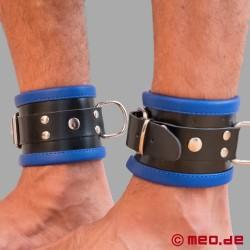 Manette per caviglie bondage in pelle nero/blu