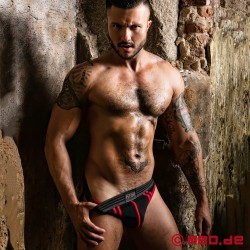 Fetish Gear Core Brief in schwarz / rot
