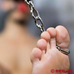 Massive Toe-Manacles made out of Steel