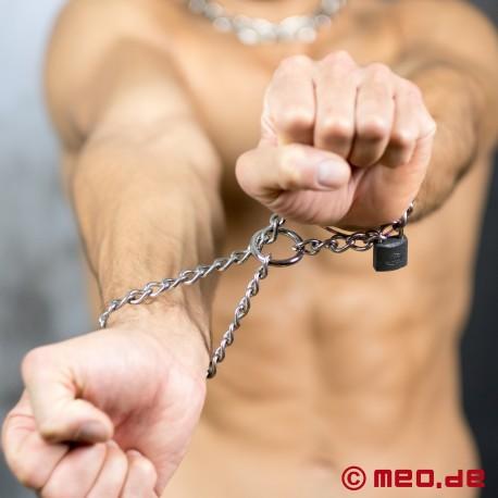 Catena per il collo macho e restrizioni bondage