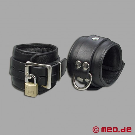 Abschließbare Lederhandfesseln mit Zeitschloss