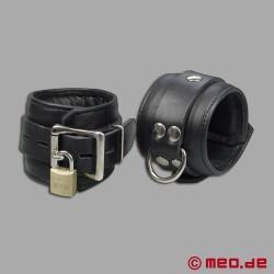 Entraves de chevilles verrouillables en cuir avec cadenas à minuterie