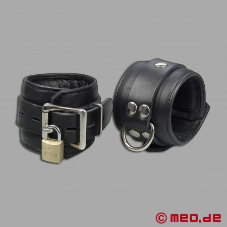Kit complet de bondage avec 5 cadenas à minuterie