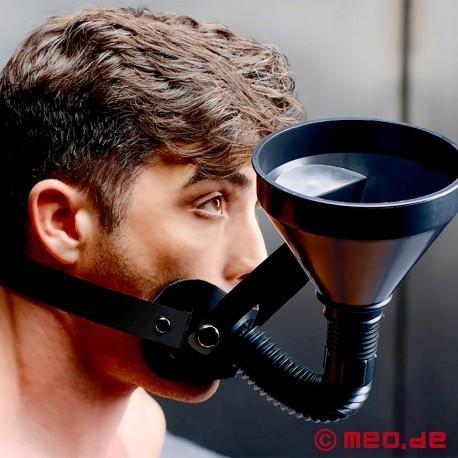 LATRINO BOY: Harnais de tête avec bâillon et entonnoir