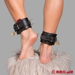 Abschließbare Bondage Fußfesseln aus Leder